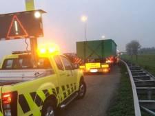 Vrachtwagenchauffeur wil niet weg van vluchtstrook A27 vanwege rusttijd