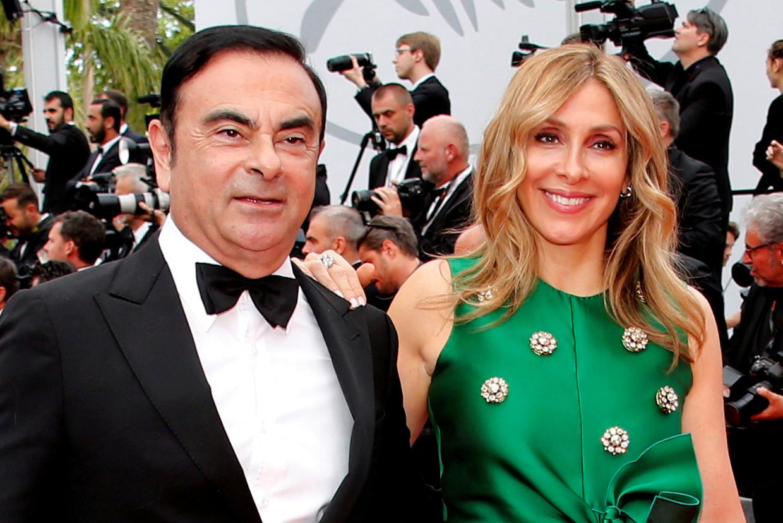 Carlos Ghosn, voormalig topman van de Renault-Nissan-Mitsubishi Groep, met zijn vrouw Carole in gelukkiger tijden. Het echtpaar wordt door Japan verdacht van fraude en zelfverrijking (Carlos) en meineed ( Carole).