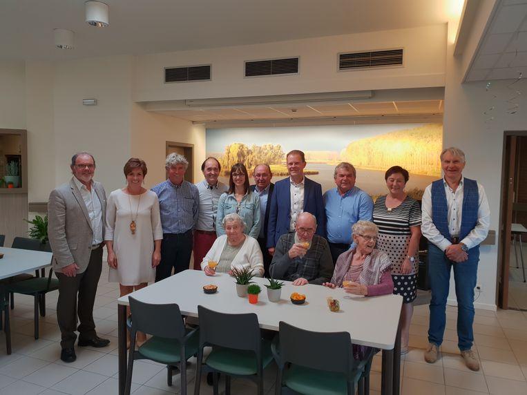 De senioren voelen zich al thuis in hun nieuwe ontmoetingsplaats.