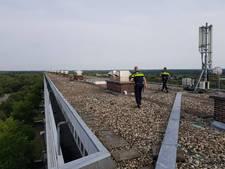 Politie pakt hennepkwekers op dak  L-flat Zeist
