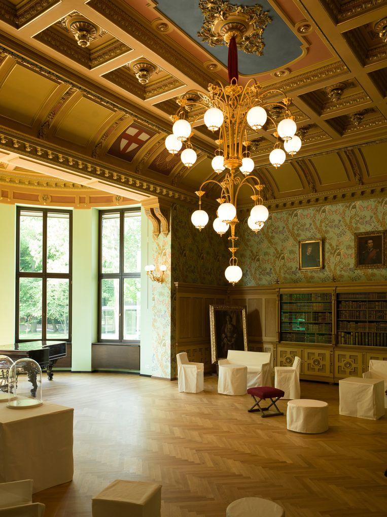 Op de eerste verdieping oogt de villa nog het meest als een ouderwets componistenmuseum. Portretten, brieven en partituren staven Wagners leven. Beeld Ivo van der Bent