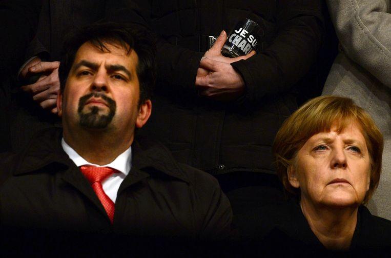 De voorzitter van de Centrale Raad voor moslims, Aiman Mazyek, samen met bondskanselier Merkel. Beeld afp