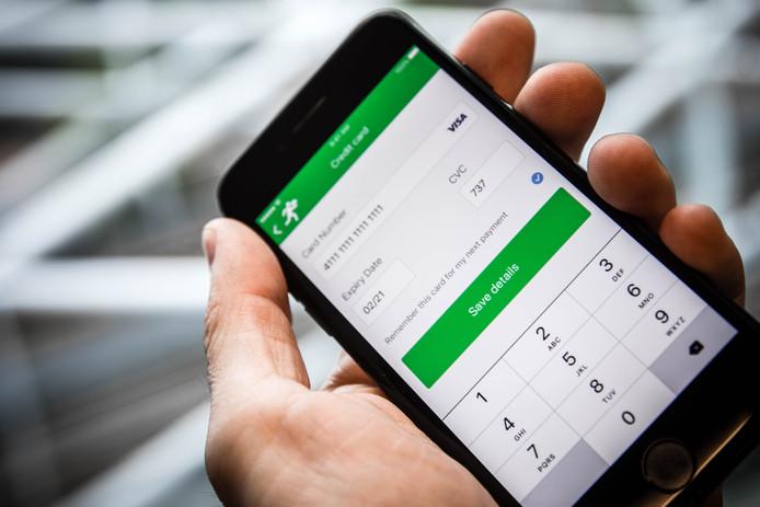 Een telefoon met diensten van Adyen. Het Amsterdamse betaalbedrijf gaat naar de beurs in Amsterdam.