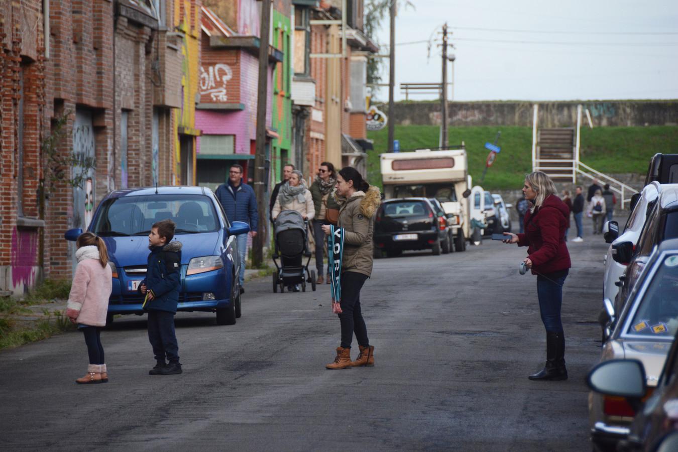 Het anders zo verlaten dorp wordt tegenwoordig overspoeld door wandelaars.