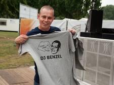 Speciaal T-shirt van fans voor DJ Benzel bij Mill at the Park