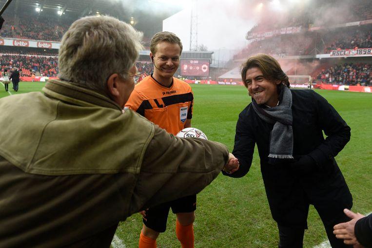 Bölöni en Sa Pinto schudden elkaar zondag de hand.