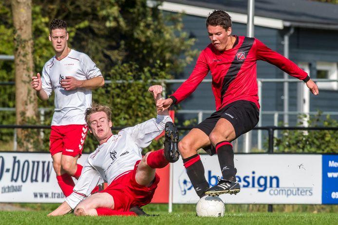Ook Jorn Smeenk (liggend) kreeg geen vat op Gijs Martens.