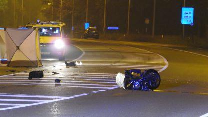 Motorrijder sterft na klap tegen geparkeerde trailer in Maldegem