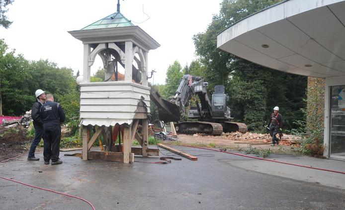 Het torentje werd in 2015 zijn geheel van het dak van voormalig tehuis Mooi-Land in Doorwerth gehaald.