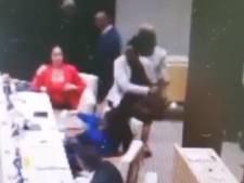 Oud-minister Curaçao slaat parlementariër vol in het gezicht