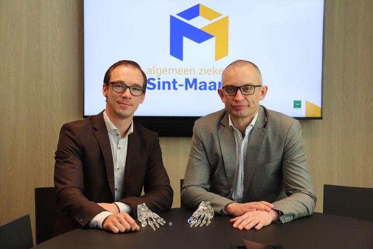 Dokter Christophe Verlinden en dokter Peter Boone, van orthopedische heelkunde van AZ Sint-Maarten