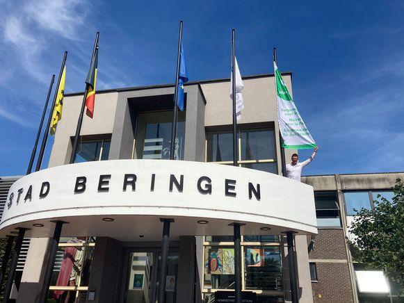 Ook in Beringen wappert de vlag.