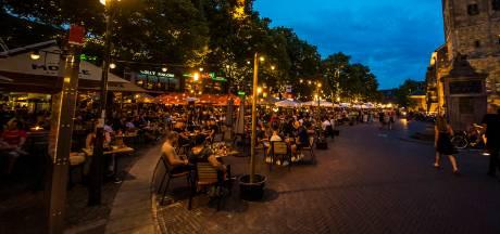 De gemeente Enschede zou de horeca geen 'nee' maar een pluim moeten geven