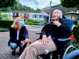Joke mag haar moeder eindelijk weer bezoeken in het Parkhuis: 'Een gouden dag vol emotie'