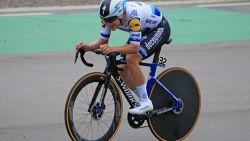 LIVE. Eerste renners rollen van startpodium, stelt Evenepoel straks eindzege veilig in slottijdrit?