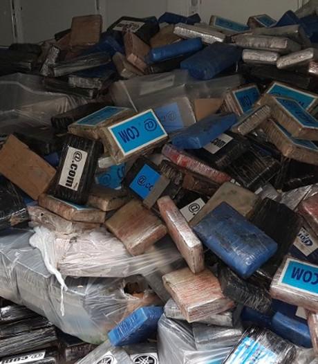 3800 kilo cocaïne onderschept ter waarde van 100 miljoen euro; 2 aanhoudingen in Breda