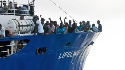 """Francken: """"België neemt maximum vijftien migranten van reddingsschip Lifeline op"""""""