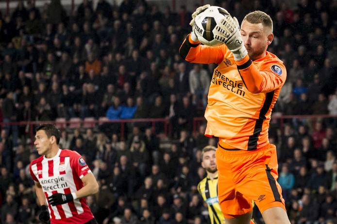 Een 'oranje' Jeroen Zoet in actie tegen Vitesse