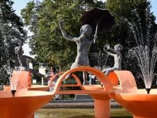 Door coronacrisis viel het kunstwerk droog, maar Woerdense fontein Spelend met Water spuit weer