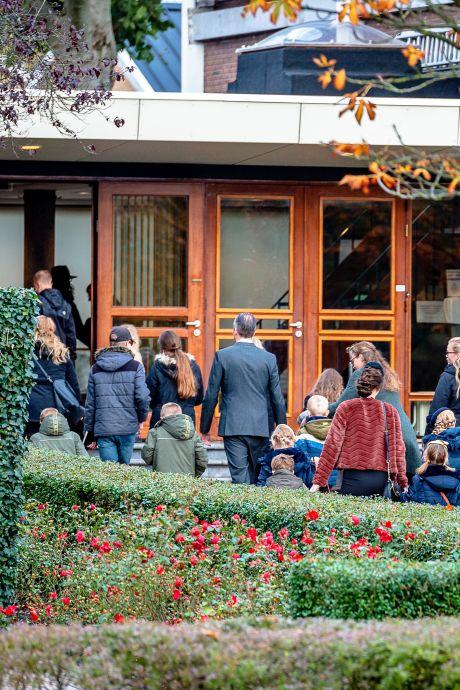 Kerk trekt zich niets aan van adviezen en laat 200 gelovigen naar dienst komen