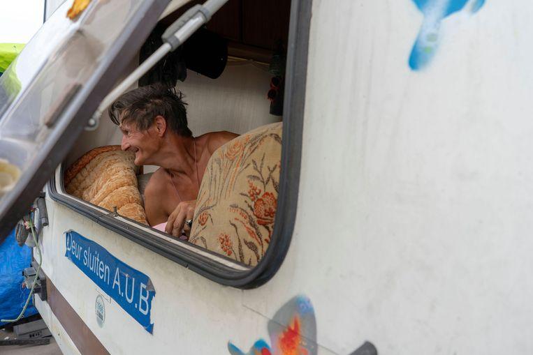 Ronnie in zijn caravan. Beeld Nynke Brandsma