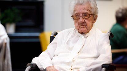 Oudste inwoner van West-Vlaanderen blaast 110 kaarsjes uit