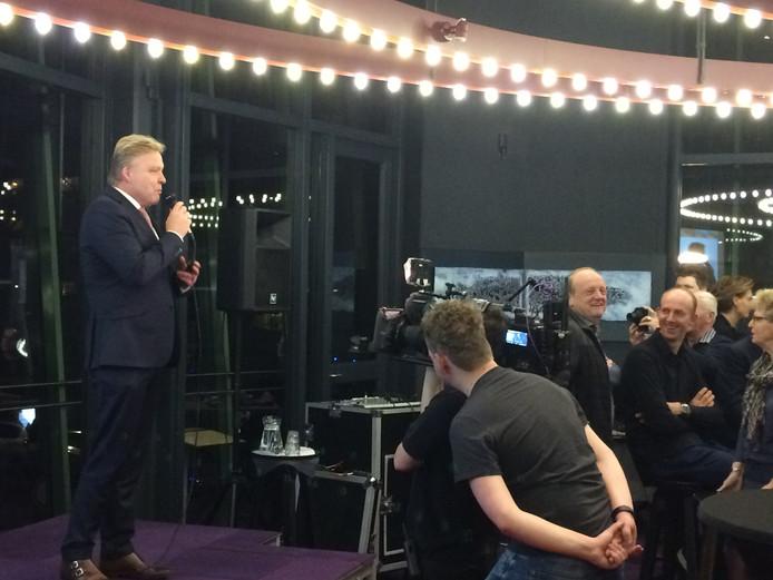 Burgemeester Buijs opent de verkiezingsavond in Boxtel.