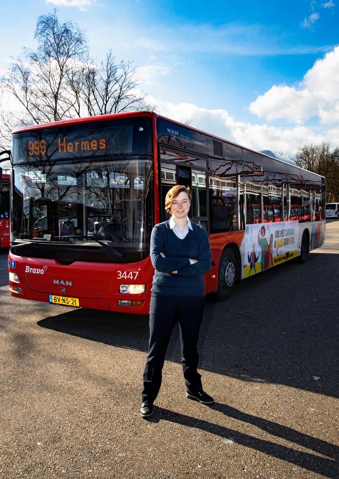 Lieke Bruijnaers, buschauffeuse bij Hermes in Eindhoven.