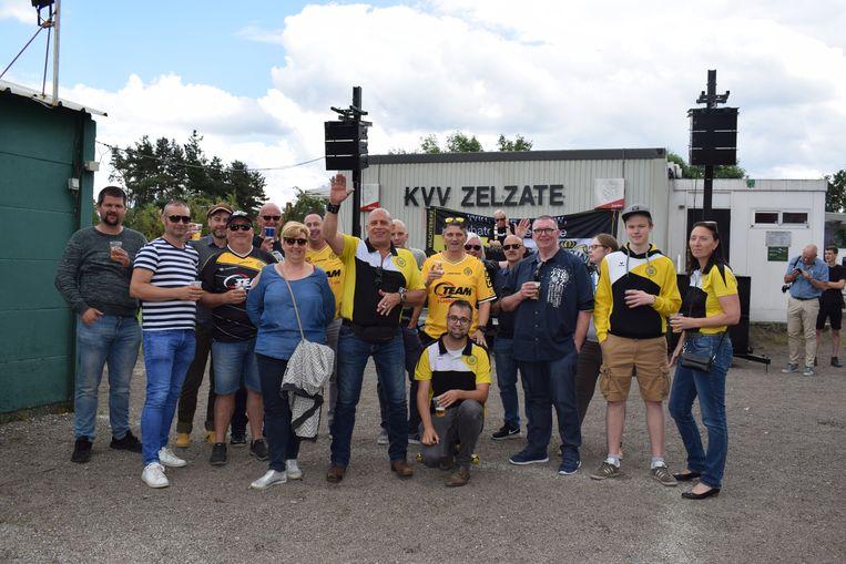 The Yellowbrothers dit jaar bij de jaarlijkse openingswedstrijd tegen KVV Zelzate.