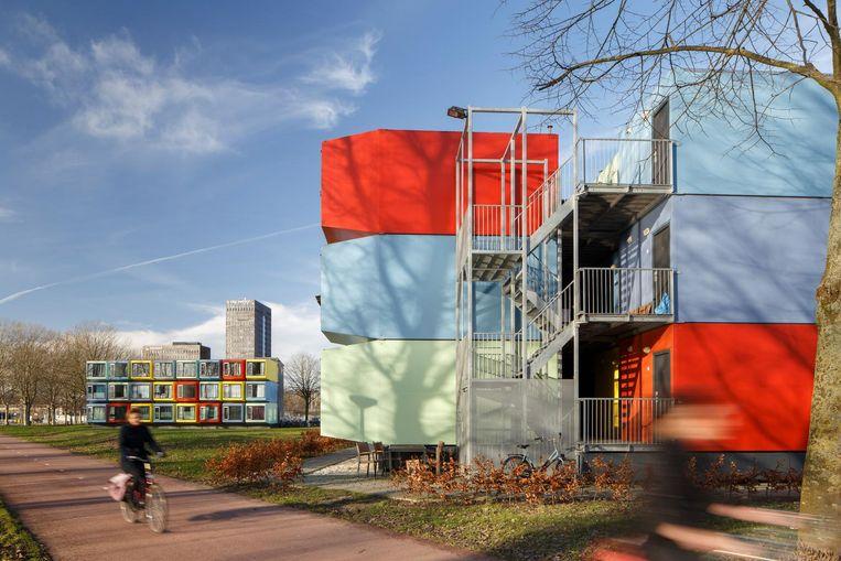 Gent haalde de mosterd in Almere, waar ze al kleurrijke wooncontainers hebben.