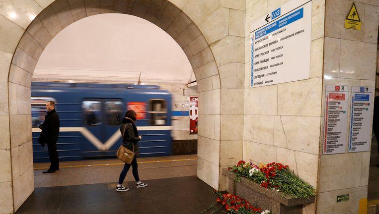Bloemen in een metrostation van Sint Petersburg. Beeld reuters