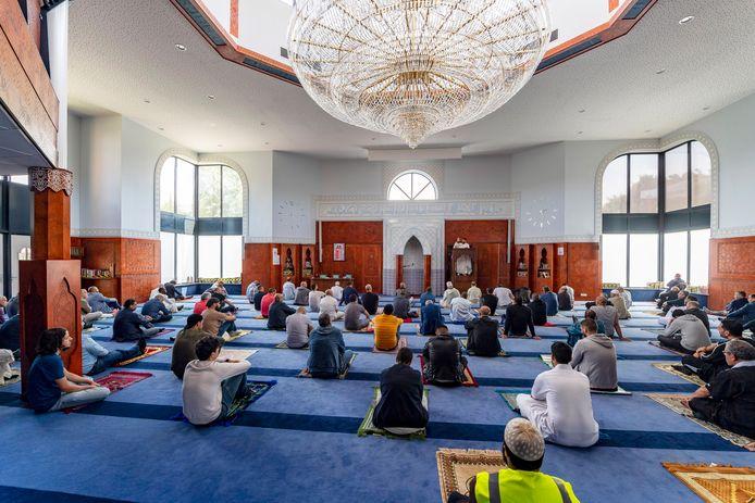 Marokkaanse moskee in Roosendaal weer open voor een een viering van het vrijdaggebed.
