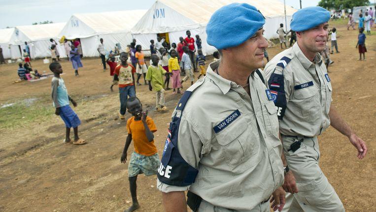 Nederlandse marchausees als VN-politie in een kamp met door Soedan uitgezette Zuid-Soedanezen. Zij begeleiden een politiepost nabij Juba. Beeld anp