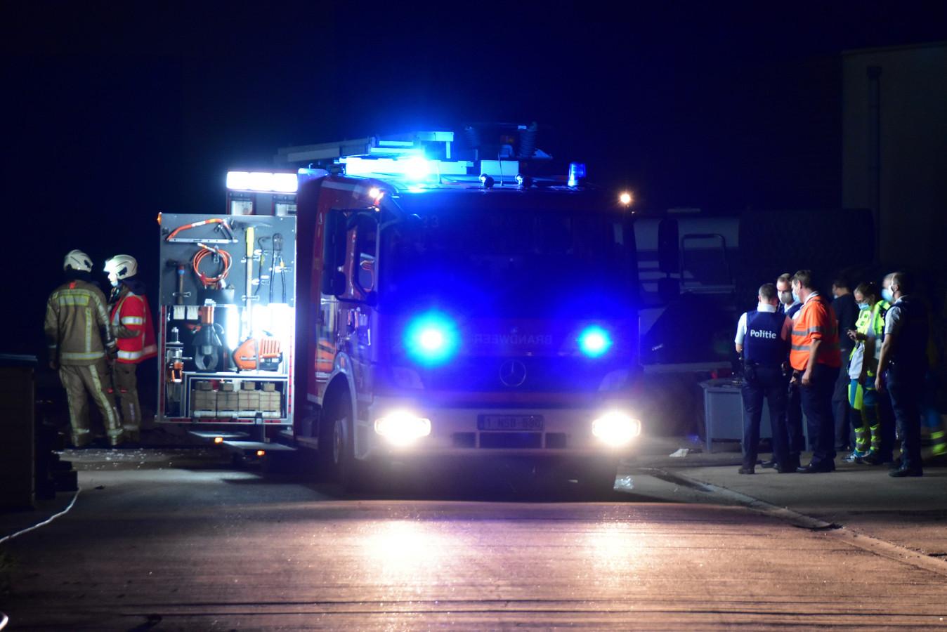 De explosie deed zich voor op de site van het vroegere ramen- en deurenbedrijf Hardy, langs de Veurnseweg in Elverdinge.