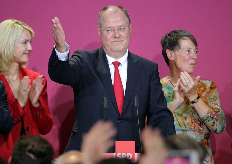 Peer Steinbrück van de SPD zal vermoedelijk een coaltie gaan vormen met het CDU/CSU van Angela Markel. Beeld epa