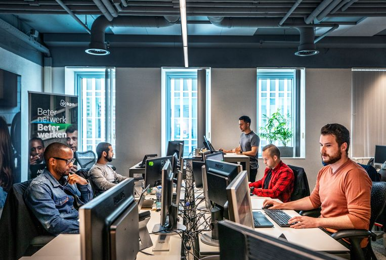 De webcare-afdeling van KPN in Rotterdam. Beeld Raymond Rutting