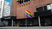Boom laat regenboogkleur wapperen in straat én op sociale media