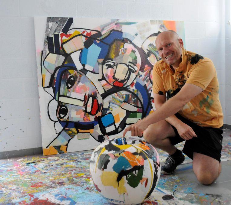 Pim Smit houdt zich tegenwoordig ook bezig met het beschilderen van beelden.