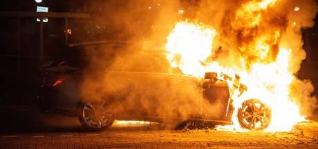 Auto brandt uit op parkeerplaats bij  ziekenhuis in Velp