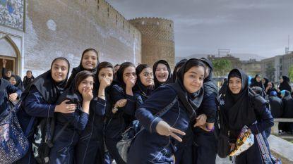Iraanse jongeren dansen en nemen hoofddoek af: chef cultuur in de cel