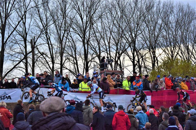 Een massa volk op de been vandaag tijdens de Ambiancecross in Puyenbroeck.