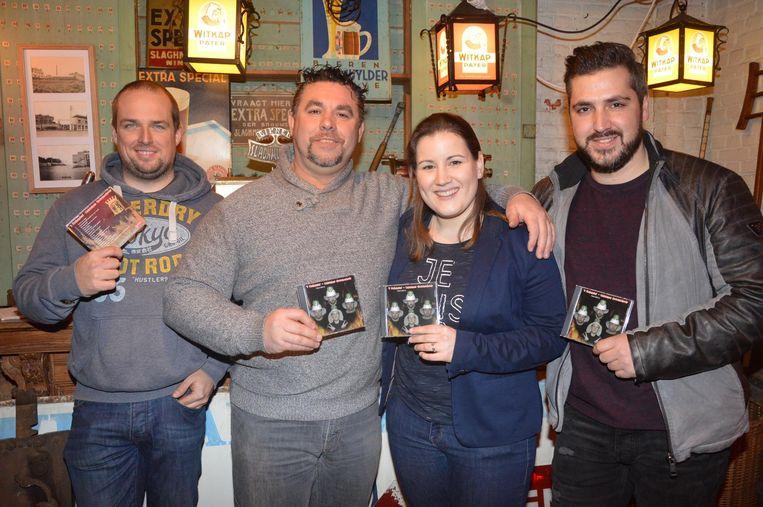 Manu Geeroms, Nico Stevens, Lieselotte Jacobs en Glen Van Hooland met hun nieuwe cd.