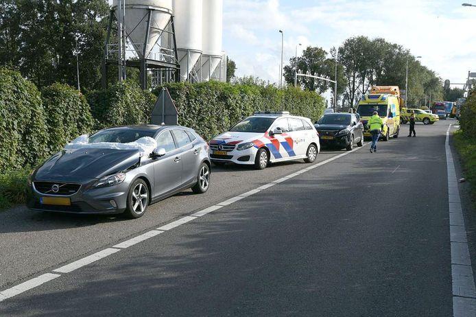 Ook de auto liep schade op na een botsing met een fiets op de Oude Rijksweg bij Rouveen.