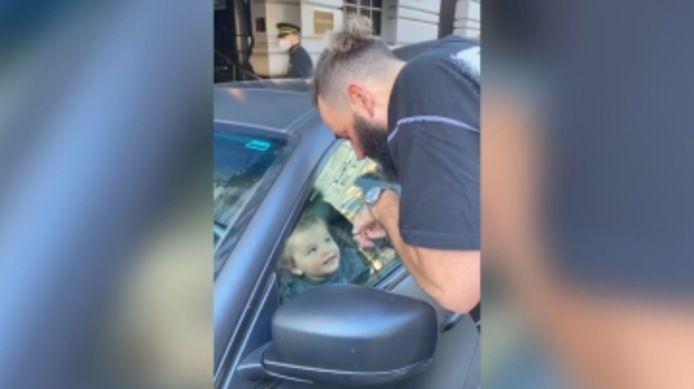 Un enfant de 2 ans accidentellement enfermé dans une Maserati.