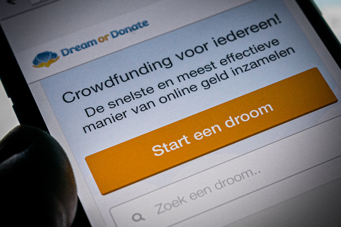 Een telefoon met de crowdfundingssite Dream or Donate.