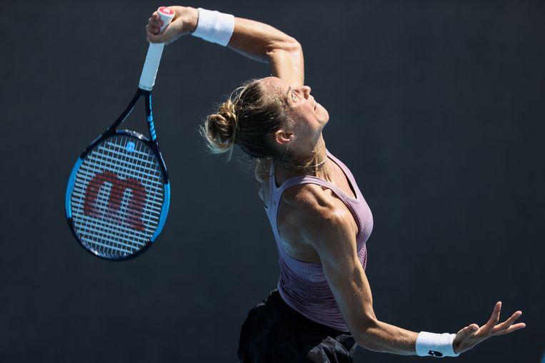 Arantxa Rus serveert in de wedstrijd tegen de Poolse Magda Linette.  Beeld AFP