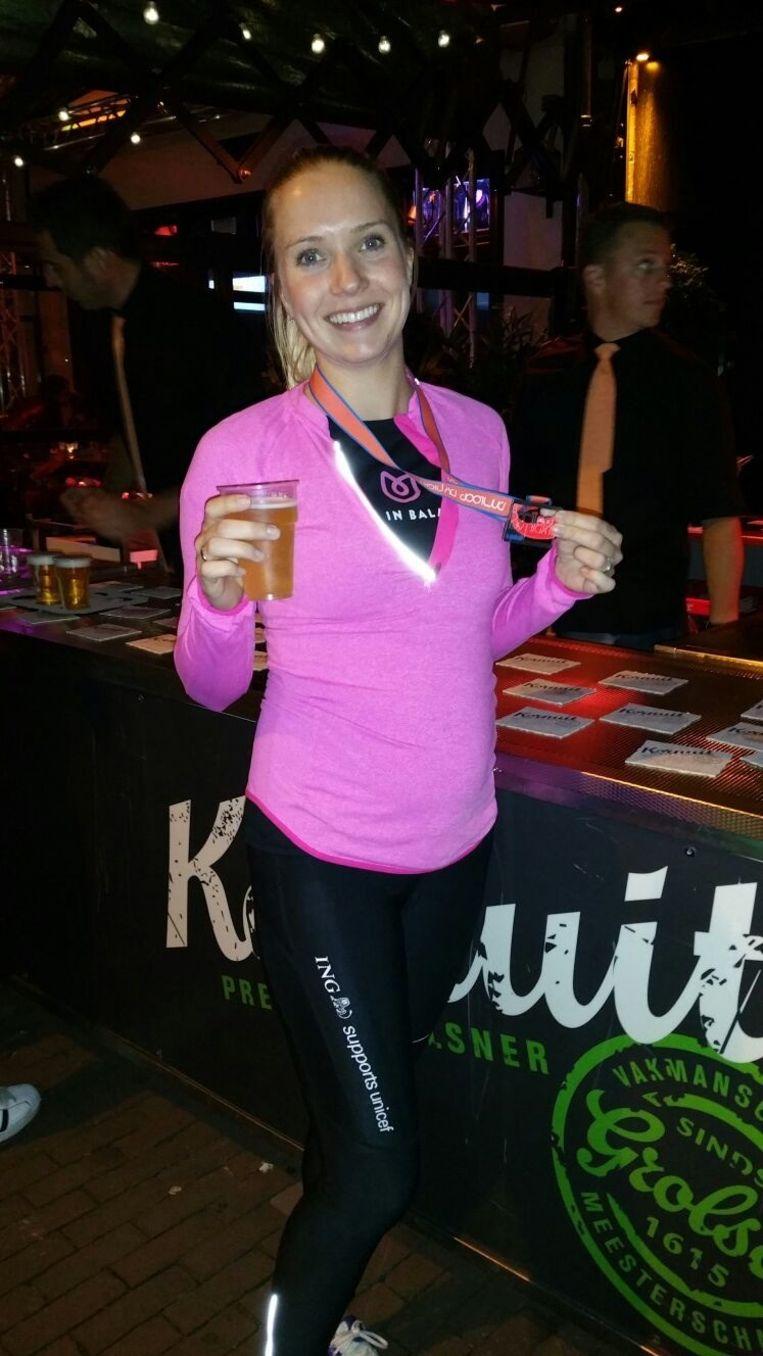 Daphne Mulderij met een alcoholvrij biertje na afloop Beeld Eigen foto