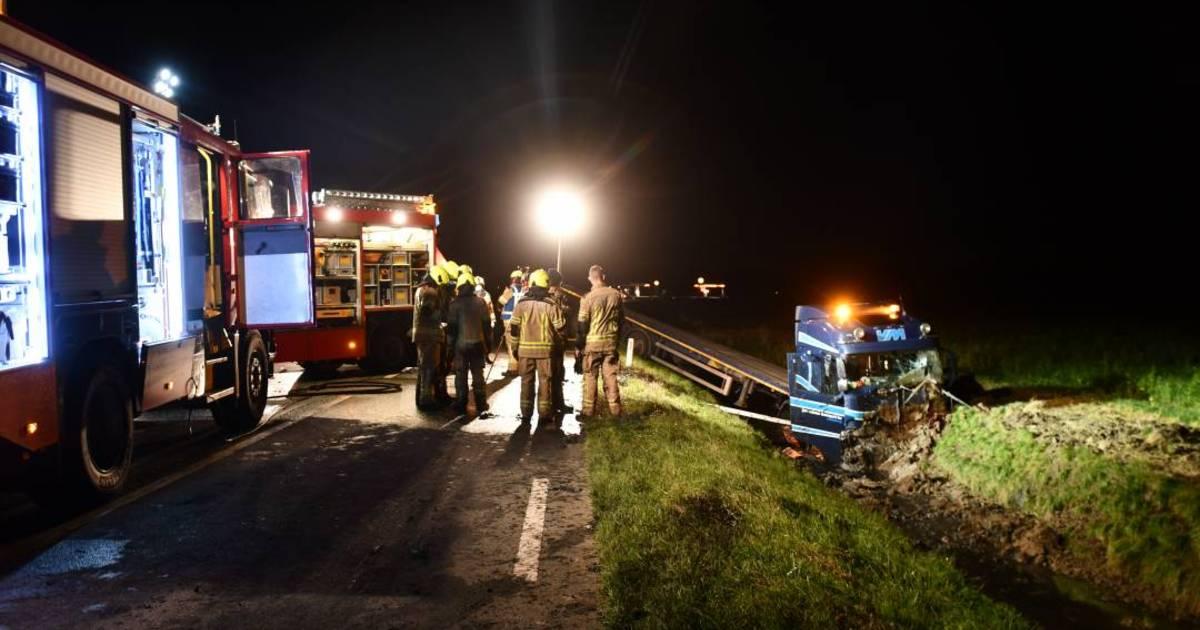 Trucker gewond bij ongeluk op N57, weg op Schouwen urenlang afgesloten.