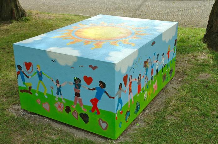 Het kunstwerk is gemaakt door 40 kinderen.