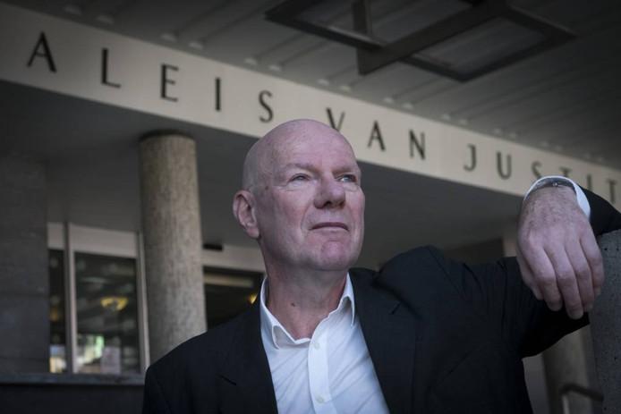 Jac. Toes bij de rechtbank, zijn nieuwe werkterrein.